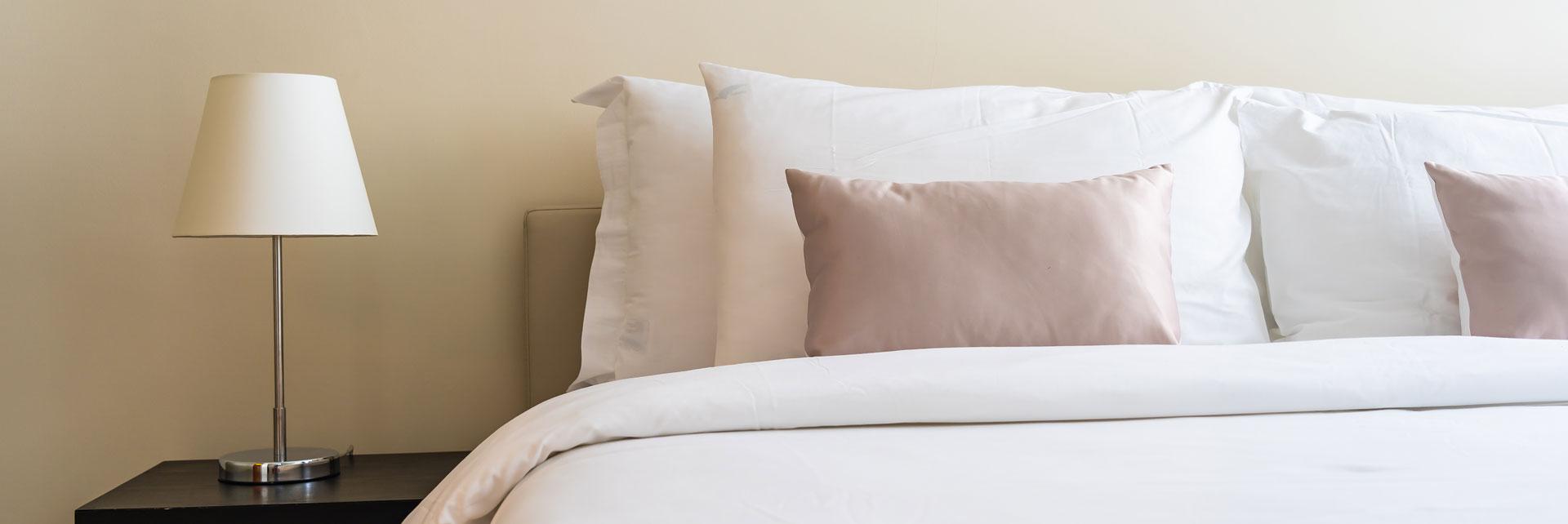 Uzglavlje kreveta sa 2 jastuka